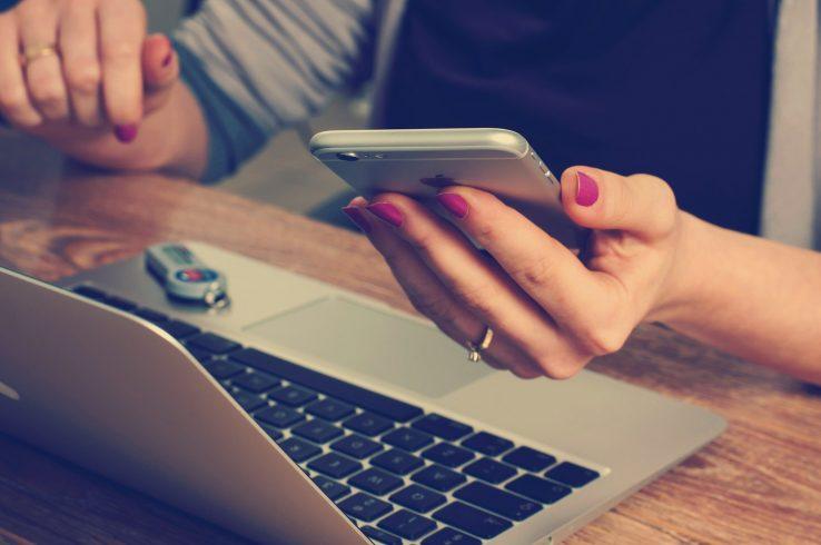 Trabalho em iPhone e MacBook