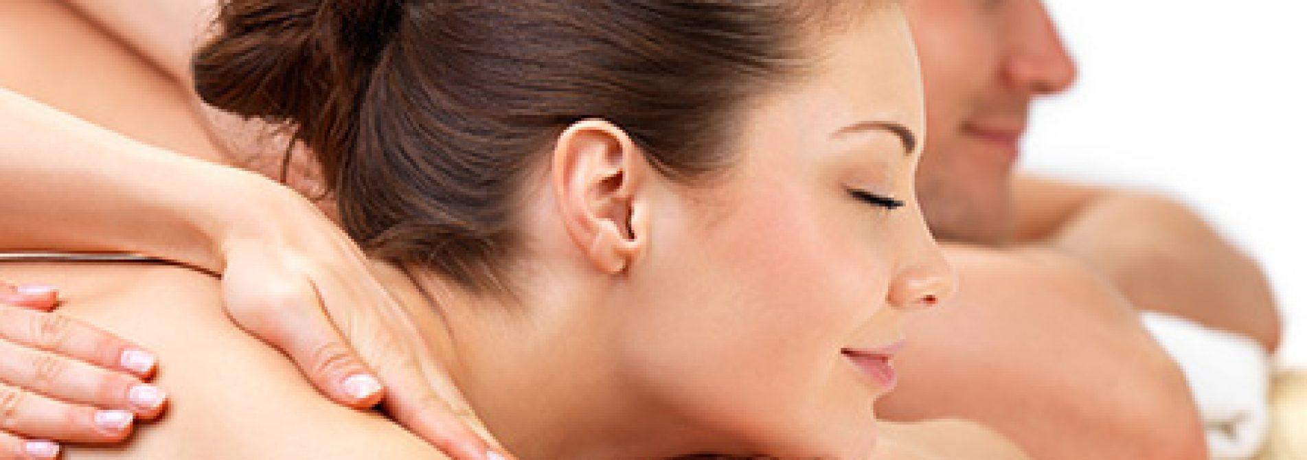Casal a receber massagem