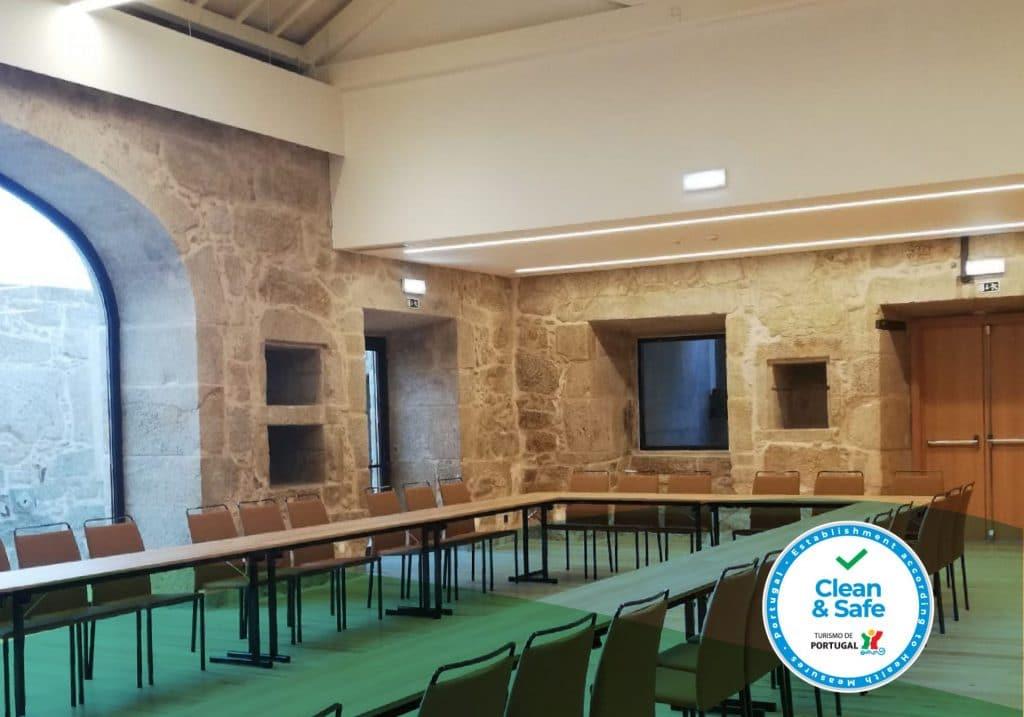 Sala reunião com selo Clean and Safe