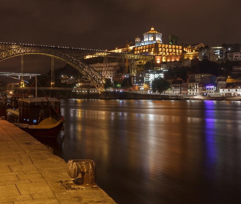 Vista sobre o Rio Douro à noite